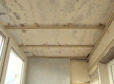 обработка потолка на балконе
