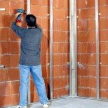 Монтаж металевого профілю під гіпсокартон на стіну