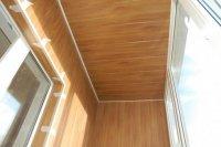 Оздоблення стелі балкона пластиковими панелями