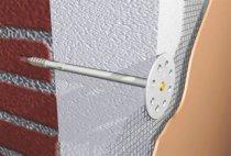 Закріпіть панелі утеплювача безпосередньо до стіни за допомогою спеціальних пластикових дюбелів
